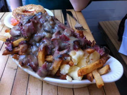 Smoked meat poutine - Mile End (New York Brooklyn) - MaPoutine.ca