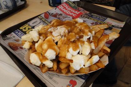 Poutine au poulet - Snack Bar Saint-Jean (Québec) - MaPoutine.ca
