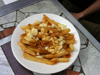 Poutine classique - Blu Bar & Grill (Ozone Grande-Allée) (Québec) - MaPoutine.ca