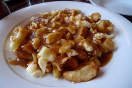Poutine patates écrasées sauce trois poivres - Poutineville (Beaubien) (Montréal) - MaPoutine.ca