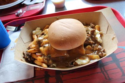 Poutine burger - Le Coq Rôti Express (Stoneham) - MaPoutine.ca