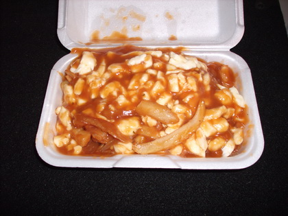 Poutine extra fromage extra sauce - Restaurant les Voltigeurs (Laval) - MaPoutine.ca