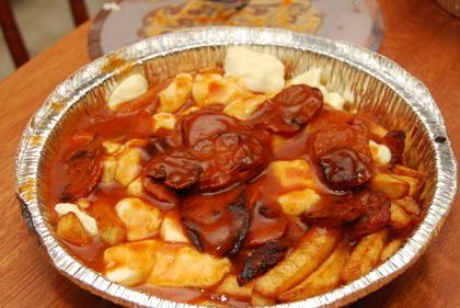 Poutine merguez sauce aile de poulet - Pizzeria Stratos (Québec Loretteville) - MaPoutine.ca