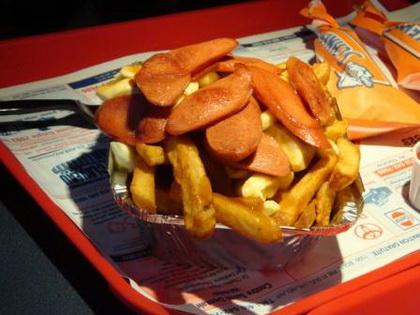 Poutine extra saucisse - Patates Plus (Québec Val-Bélair) - MaPoutine.ca
