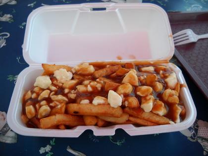Poutine sauce brune - Le Petit Resto du Boulevard (Saint-Marc-des-Carrières) - MaPoutine.ca