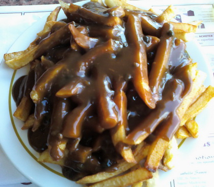 Poutine sauce au poivre - Restaurant Lussier (Saint-Hyacinthe) - MaPoutine.ca
